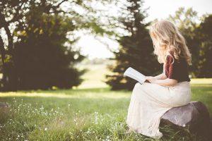 čítanie v lese
