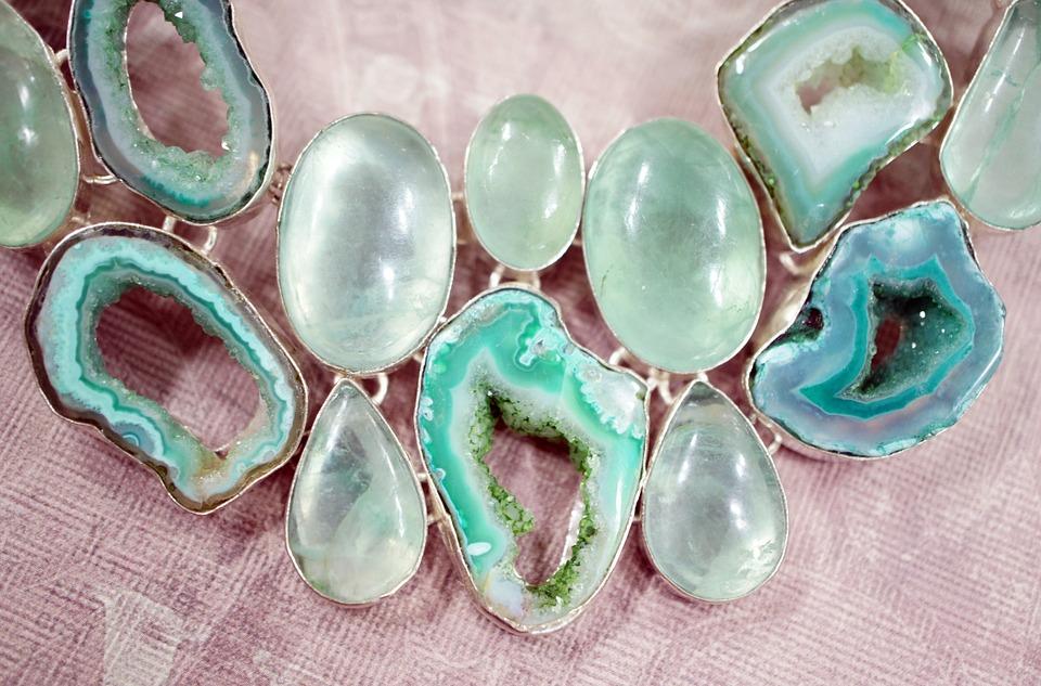 šperky z polodrahokamov, apatit