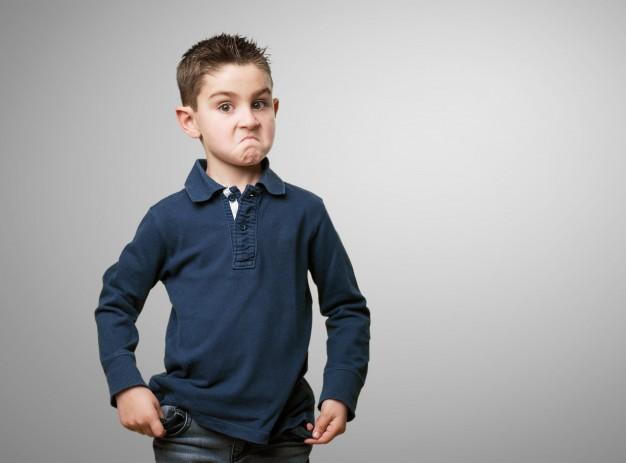 nahnevaný chlapec